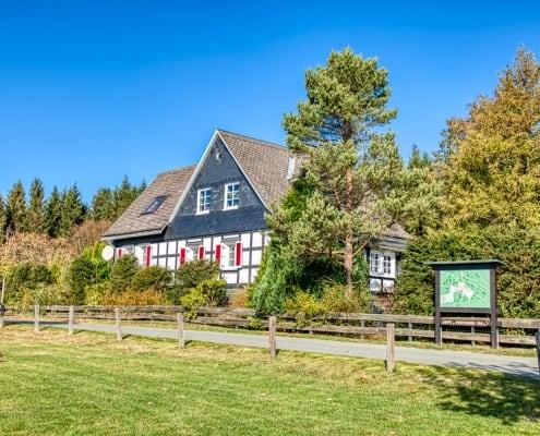 Ein Haus im Dorf Schanze