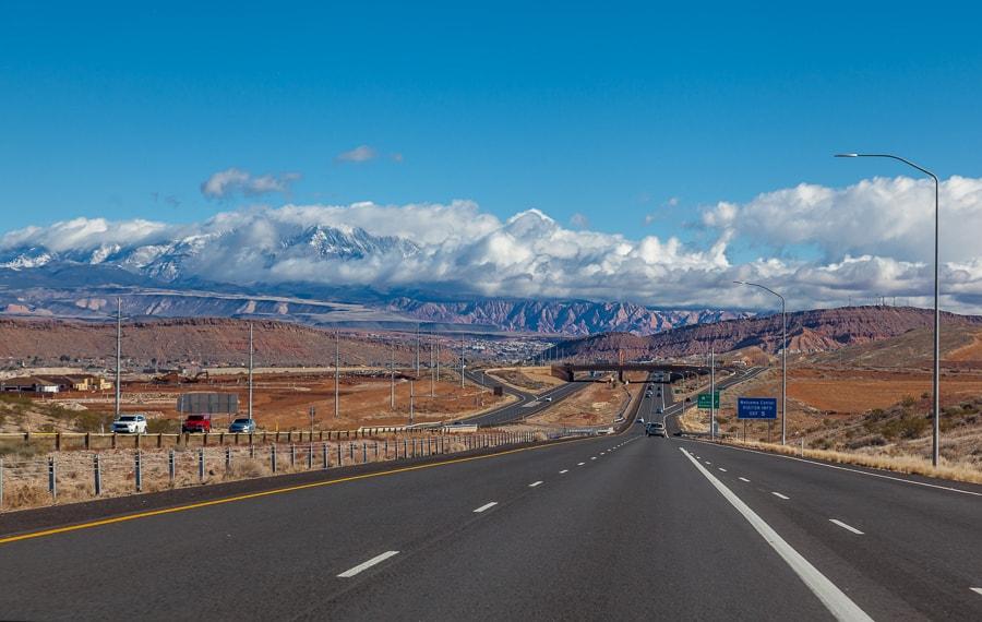 endloser Highway ausserhalb von Las Vegas