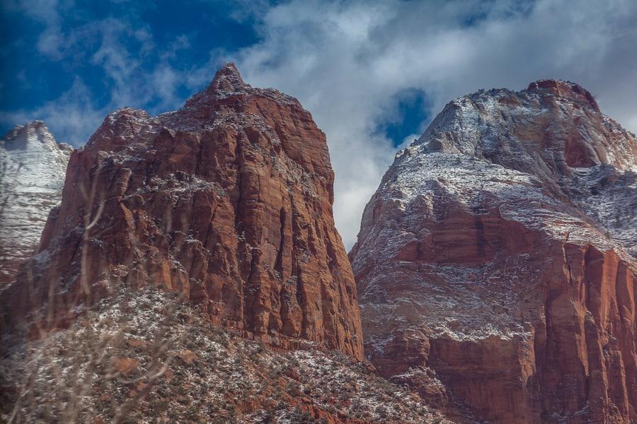 schneebedeckter Gipfel im Zion Nationalpark