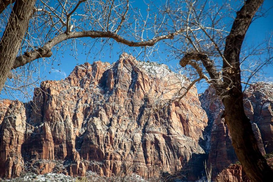 Die ersten Berge im Zion Nationalpark