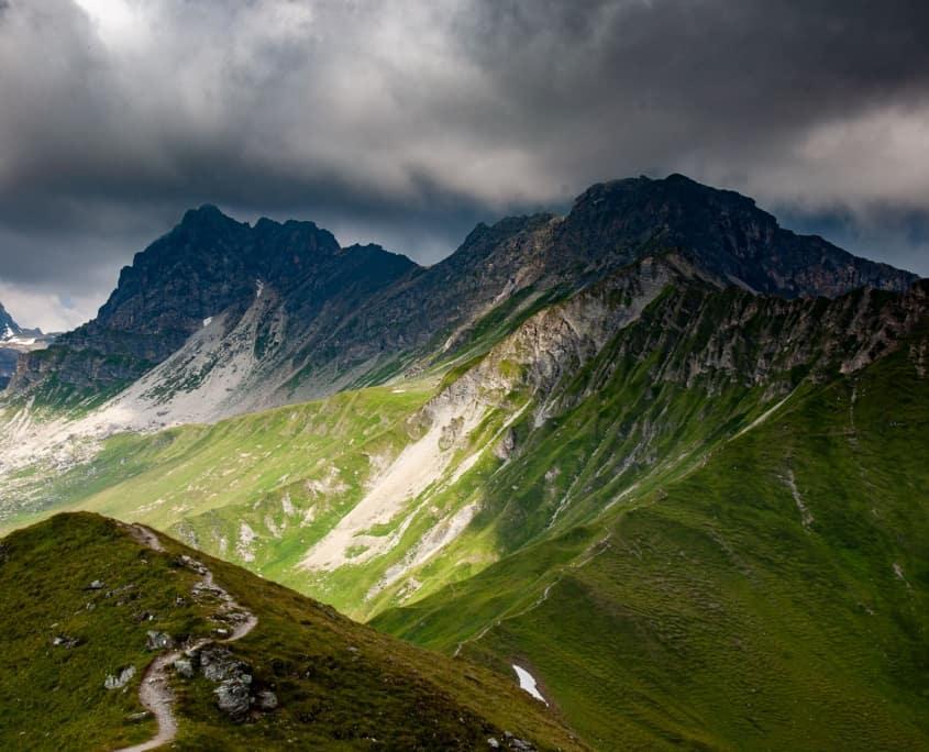 wolkenverhangener Gipfel in Hintertux