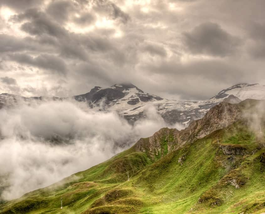 Blick auf den nebelverhangenen Hintertuxer Gletscher