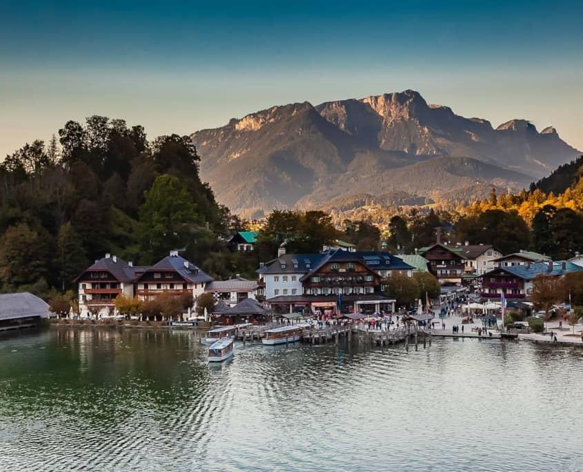 Blick vom Malercafe auf den Bootsanleger Königssee