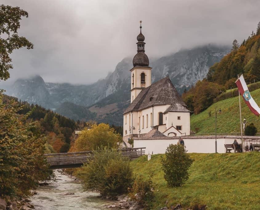 Die Wimbachklamm und die Kirche von Ramsau