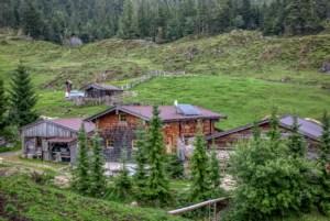 Wanderurlaub Wilder Kaiser: Die urige Stöfflhütte auf der Walleralm