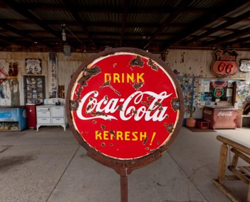 altes verrostetes Coca Cola Schild an der Route 66