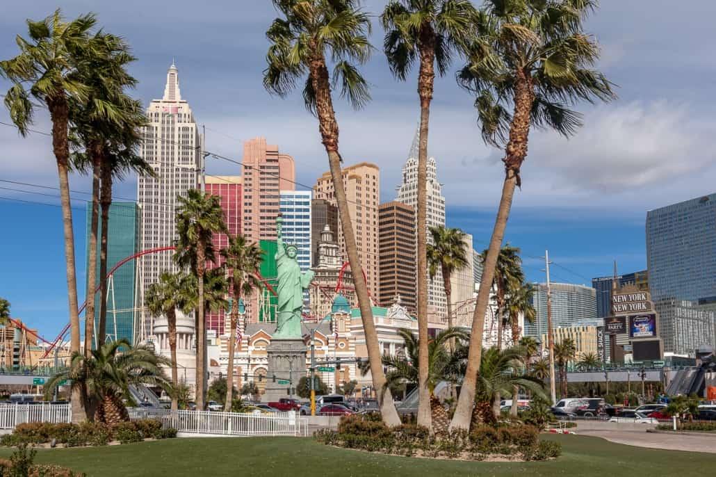 Palmen vor den Hotels