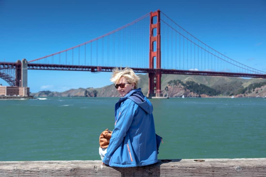 Meine Frau vor der Golden Gate Bridge